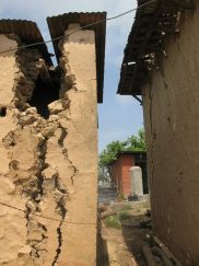 Cracked house Bhattedanda